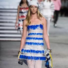 Chanel 2019早春度假系列时装秀登上游轮共同启航