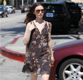 大美妞 Lily Collins(莉莉.柯林斯)在西好莱坞出街
