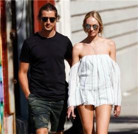 Candice Swanepoel和未婚夫Hermann Nicoli纽约街拍 大撒狗粮
